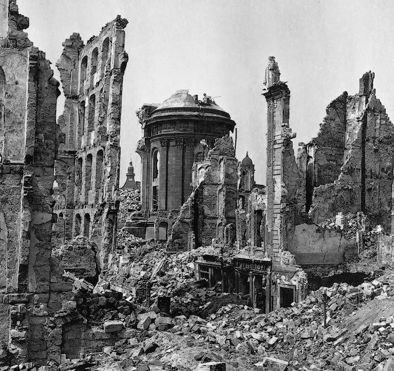 [Obrazek: 1945_Frauenkirche_RampischeStrasse.jpg]